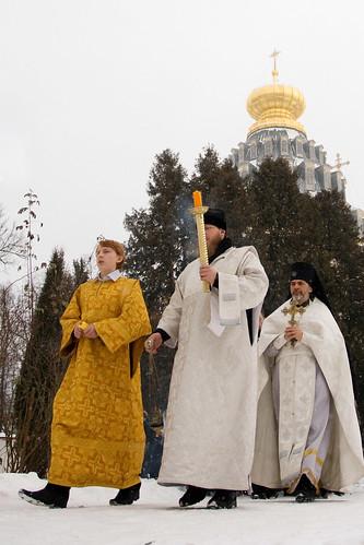 The religion procession to the Istra-river (symbolizes Jordan) for water consecration ceremony. Крестный ход на Истру, символизирующей реку Иордан, для проведения церемонии освящения воды.