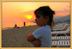 Plajda gnbatm (Sunset at the beach) (Ozgurmulazimoglu) Tags: sunset portrait sun fish beach turkey landscape fisherman child antalya alanya ocuk gnbatm sahil gne kumsal balk