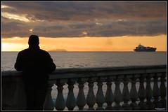 Guardare avanti.. (talissia75) Tags: italy nikon barca italia tramonto nuvole mare searchthebest uomo nave firenze deanna toscana sole livorno italie silohuette orizzonte terrazza mascagni d80 abigfave naturallyartificial talissia