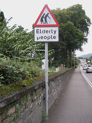Elderly People (Nitekite) Tags: people scotland streetsign fortwilliam schottland verkehrsschild warnschild hinweisschild vogonpoetry strasenschild nitekite