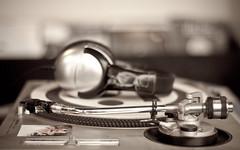 Turntable Mix (Orbmiser) Tags: records oregon portland nikon vinyl 50mmf18d 800iso d90 50mm18d nikon50mmf18daf