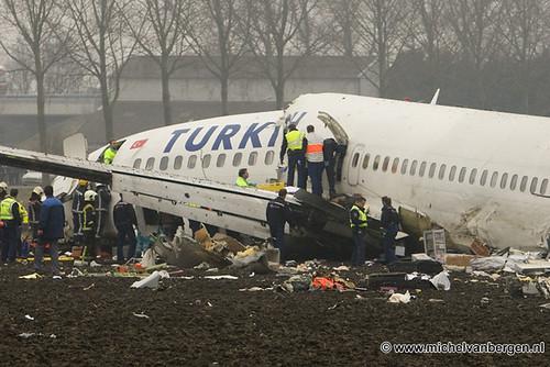 Vliegtuig neergestort voor de Polderbaan / Airplane crash near Polderbaan Schiphol by michelvanbergen.