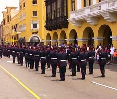 Peru-Lima - Hist. Wachablsung auf dem Plaza Mayor - 4 (roba66) Tags: peru lima parade plazamayor soldaten ih wachablsung perulima astoundingimage atomicaward travelsofhomerodyssey