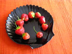 Garden fresh strawberries (Kaustav Bhattacharya) Tags: fruit strawberry igrewthis gardenfresh 77285mm