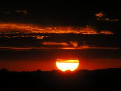 Sol (Claudio Marcon) Tags: sunset pordosol brazil sky sun sol nature brasil clouds tramonto natureza céu santamaria sole rs soe riograndedosul platinumheartaward claudiomarcon claudiolmarconribeiro