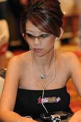 poker diva in macau (Liz Lieu) Tags: liz ipod macau pokertournament lieu lizlieu pokerdiva propokerplayer chilipokercomambassador aptmainevent