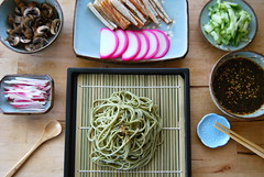 green tea cold noodles (sevenworlds16) Tags: food cold japanese sauce bamboo noodles tray soba matcha greentea buckwheat dipping zaru