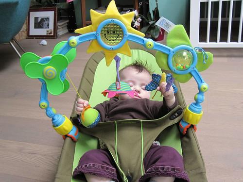 het is niet omdat mijn dochter slaapt dat ge zomaar haar speelgoed moogt afpakken, meneer