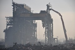 Stanton Ironworks demolition (Tripletreat) Tags: uk england mist building industry metal foundry buildings rust iron industrial factory crane decay derbyshire demolition expose scrap exposed stanton ilkeston ironworks steelindustry saintgobain pipeworks stantonbydale ironmaking hallamplant