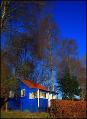 RdWhtNBlu (angus clyne) Tags: scotland rivertay perthshire hut dunkeld redblue birnam flikcr fishinghuttayscotland