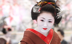 The Final Day : The maiko (apprentice geisha) Ichimame /   / Kyoto, Japan (momoyama) Tags: travel portrait people woman girl beautiful beauty smile japan asian japanese kyoto asia traditional culture makeup 85mm maiko geiko geisha   kimono 2009 baikasai ef85mmf18  kamishichiken plumblossomfestival ichimame
