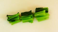 小松菜をカット