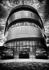 Three friends (timo.frey) Tags: bw building cars rain clouds reflections germany deutschland mercedes blackwhite automobile europa europe stuttgart wolken canon5d autos schwarzweiss spiegelung gebude freunde 1740mm daimler blackdiamond regentag automobil badenwrttemberg mercedesbenzmuseum timofrey
