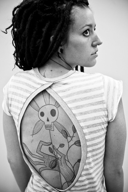 girl and tattoo skull