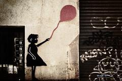 Holga's ballon (juli_modul) Tags: barcelona silhouette wall sony catalonia bradbury catalunya silueta mur grcia festesdegrcia dscr1 holgastyle memoriesbook