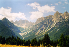 Val di Suola I [Forni di Sopra - August 2003] (Doc. Ing.) Tags: 2003 panorama mountains nature grass landscape postcard carnia fvg ud friuli friuliveneziagiulia alpicarniche nordest fornidisopra altavaltagliamento