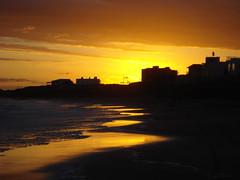 Mar del Sur - Perfiles (Marxe) Tags: sunset sea sun sol beach argentina atardecer mar playa mardelsur