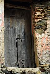 porticina (smemo2) Tags: finestra porta rudere