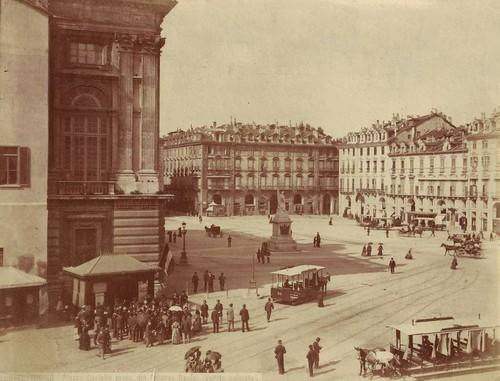 Brogi%2C_Carlo_%281850-1925%29_-_n__8141_-_Torino_-_Piazza_Castello_presa_dal_Palazzo_Reale_%28veduta_animata%29