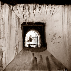 """Passage"" (Corinne DEFER - DoubleCo) Tags: travel blackandwhite bw blancoynegro angle lumire perspective nb squareformat fentre carr defer  platinumheartaward notexture carrfranais corinnedefer"