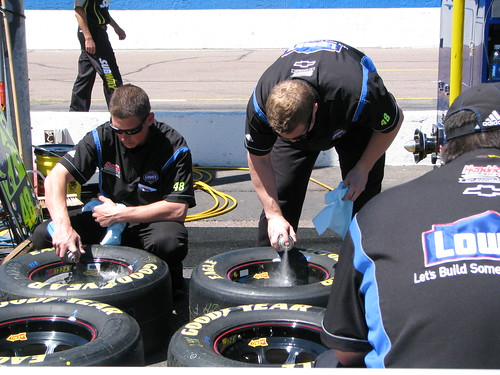 Jimmie Johnsons Lowes pit crew gets things race before the evening race.