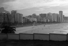 Leblon - Rio de Janeiro (servuloh) Tags: world pictures street sea brazil bw en mountain mountains streets building bus praia beach window rio brasil riodejaneiro by canon buildings de wonder landscape mar calle interesting movement sand do foto rj janeiro christ areia action jesus juegos picture games jo pb ao powershot corcovado host most fotos da janela rua through olympics cristo q 1001nights nibus autobus rom mirante sede jogos calles redeemer redentor leblon ruas marcha canonpowershot g7 jeux 2016 olimpicos riobybus canong7