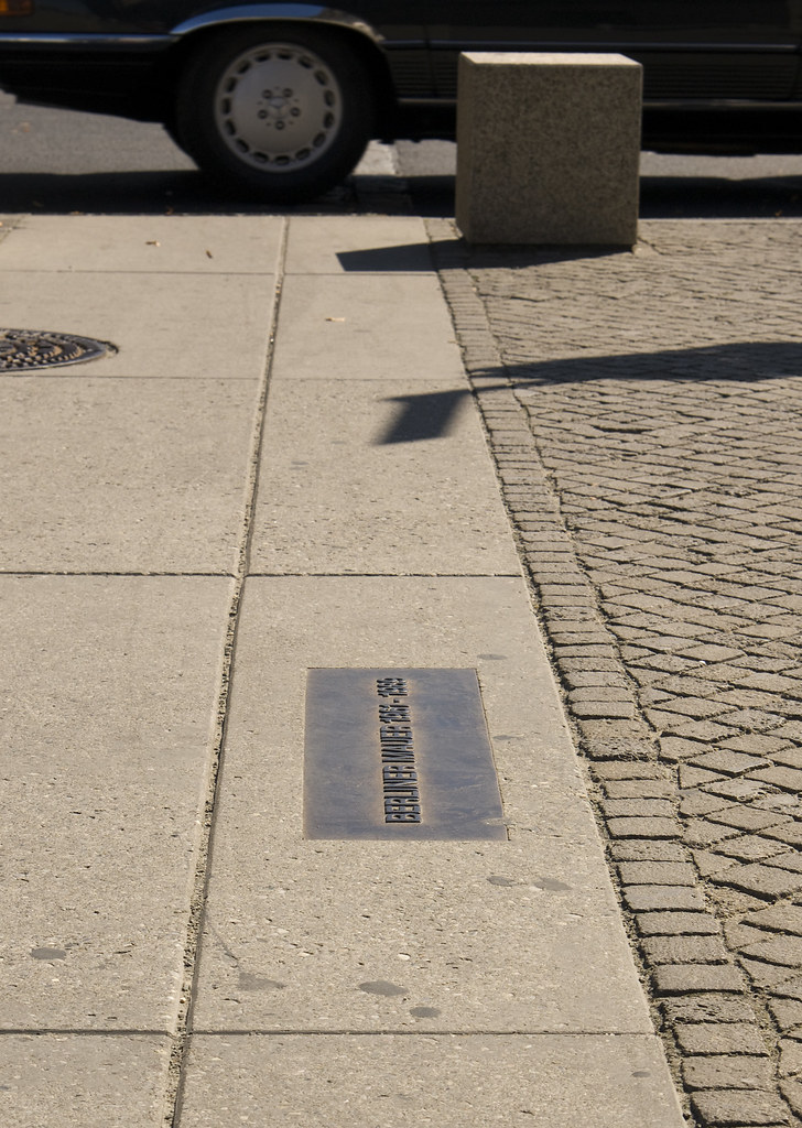 Berlin: Here Stood the Wall