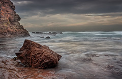 Incoming Tide (raymc76) Tags: longexposure sea seascape water rock clouds canon coast waves skies horizon filter kiama hdr cokin photomatix 3exp 1000d
