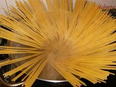 Espaguetti con atún-pasta