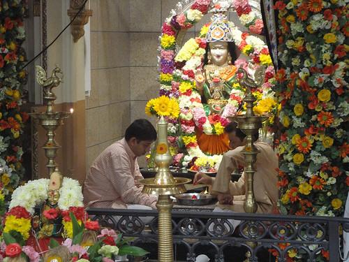 Visiting a Hindu Temple: Reflections on Unity, Diversity ... Hinduism People Worshiping