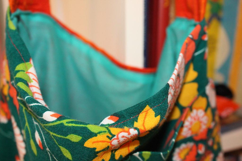 Neue Tasche aus Retro Stoffen und Schürzen vom Flohmarkt / Bag made of vintage curtains and dress