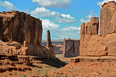 Park Avenue (Scott Barlow) Tags: utah nikon tour nps springbreak moab archesnationalpark nationalparkservice parkavenue familyvacation d300 50mmf14d southeastutah courthousetowers