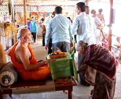 Welcoming the guests (Shrimaitreya) Tags: india indian birth maharashtra hindu hinduism vivek veda sacrifice satara shri ramayana brahmin vedic brahman agni navami shastra ramnavami yaja godbole ramramyaja shrivedamurtivivekshastri vivekshastri