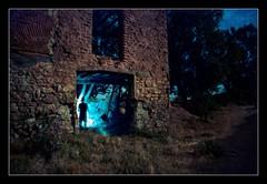 Belchite en la oscuridad (moneth_grise) Tags: light espaa abandoned luz spain fear ghost aragon fantasma miedo abandonado belchite fotografianocturna fzpcn090703