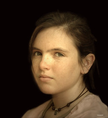 Monica (Inmacor) Tags: portrait luz girl painting eyes retrato adolescente nia explore ojos mirada pintura cuadro pecosa piel explore399 ltytr2 ltytr1 ltytr3 lajovendelaperla inmacor artofimages monicajr bestportraitsaoi