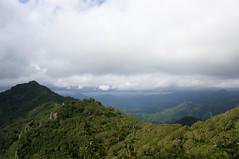 滝ノ沢岳からの稜線に日が射す