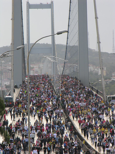 The marathon on the Bosporus Bridge