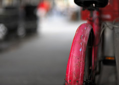 """ Life... "" (.I Travel East.) Tags: life light red bicycle rouge twilight louisiana dusk 10 neworleans bicicleta jacksonsquare nikkor frenchquarters redbicycle bisikleta d700 nikond700 nikkor85mmf14af"