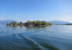Fraueninsel in the Chiemsee (rotraud_71) Tags: sky mountains water clouds germany bavaria spring chiemsee fraueninsel chiemgau vanagram mindigtopponalwaysontop lovelylovelyarea