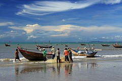 Fishermen (Axel_) Tags: ocean blue sea sky fish net beach strand boot boat fishing fisherman asia asien fishermen boote fisch vietnam fisher blau fischer netz kste fischernetz fischen mywinners