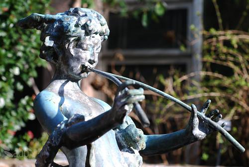 ADP_statue2[2009]