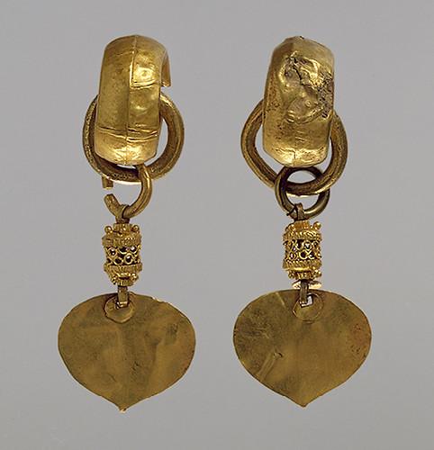 009-Par de pendientes- Reino de Silla-principios del siglo 5º-Corea- Copyrigth © 2000-2009 The Metropolitan Museum of Art