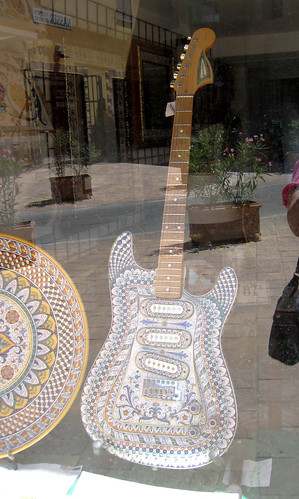 Deruta_ceramic guitar