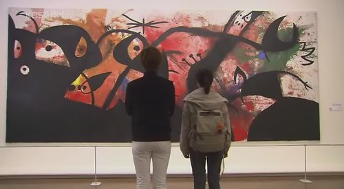 Jan di dan Ji Hoo saat melihat pameran kesenian