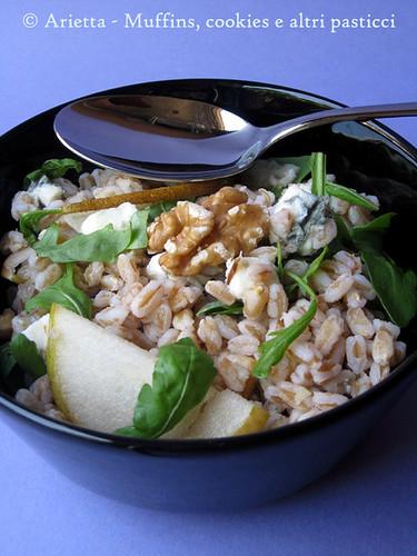 Farro con rucola, pere, gorgonzola, noci e salsa al miele