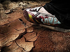 Des pas dans Faux...  /  Pasos en Falso... (Eruиэ!!) Tags: en textura de shoe no salinas ser amo porque donde calavera pisar maracaibo zapato pasos esos zaa falso cuidado calaca herido puedes debes zaapato erune zaapatos flickrcaibo