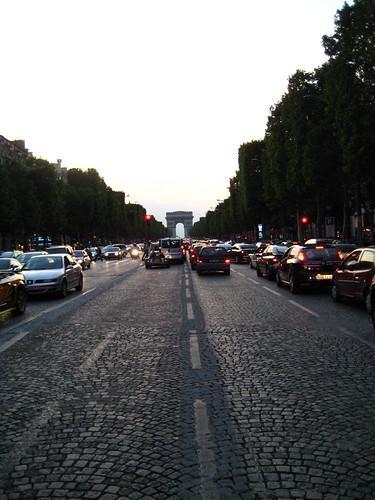 Arc de Triomphe/ Champs-Élysées - Paris