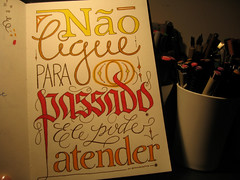 No ligue para o passado... (Marina Chaccur) Tags: colors contrast pen pencil handwriting cores layout drawing letters sketchbook page lettering script lpis mo desenho letras caderno swash gtica manuscrito canetinha serifa blacktletter