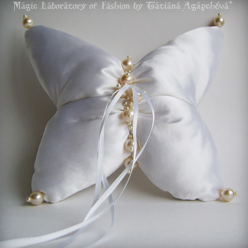 Unique Couture BUTTERFLY Ring Pillow with Ivory Pearls