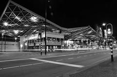 station tilburg (Jeroen Vos Photographer) Tags: roof station night train leaving jeroen nikon perron vos lange sluitertijd d90